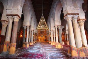la-sala-di-preghiera-della-grande-moschea-di-kairouan-andrea-lessona-940x625
