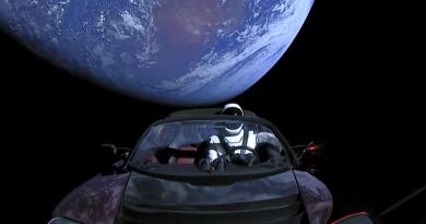Tesla alla conquista dello spazio: Musk manda la prima auto in orbita