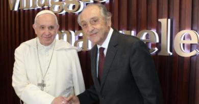 """Papa Francesco visita i malati di Alzheimer presso il """"Villaggio Emanuele"""""""