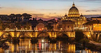 Solidarietà e amore con il tradizionale mercatino di Natale della Croce Rossa Italiana a Roma